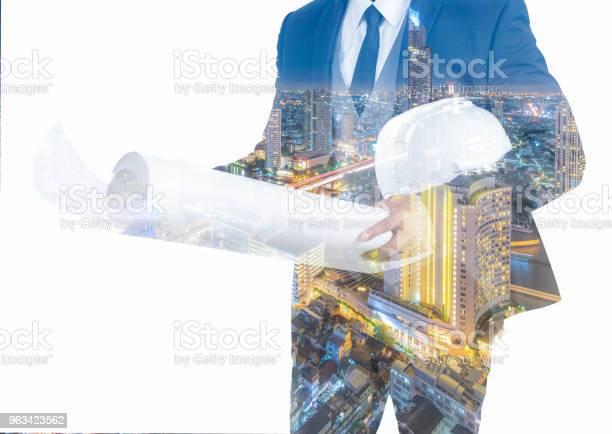 Podwójna Ekspozycja Inżyniera W Chowanie Garnituru Na Białym Tle - zdjęcia stockowe i więcej obrazów Architekt