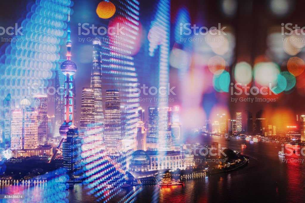 Doppelbelichtung von Finanzen Zahlen und Skyline von Shanghai – Foto