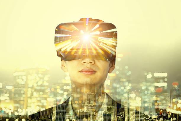 Double exposition de homme portant casque de réalité virtuelle - Photo