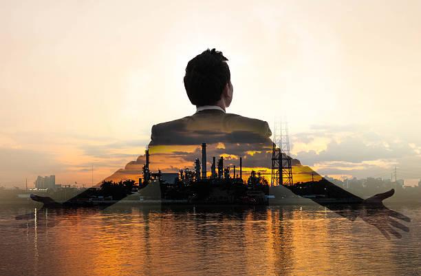 Doppelbelichtung von Öl und gas Raffinerie – Foto