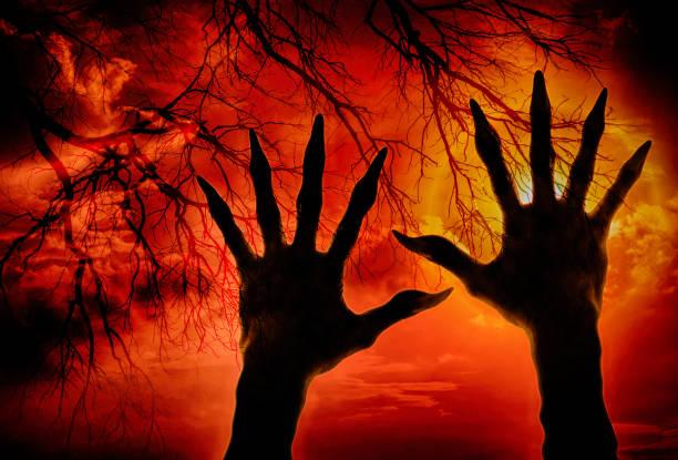 doppelte belichtung zombiehand und cloud mit getrockneten branchs, halloween-konzept - plants of zombies stock-fotos und bilder
