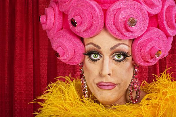 doubting drag queen - drag queen stockfoto's en -beelden