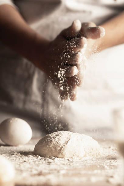 pâte - boulanger photos et images de collection