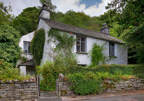 dove cottage - kır evi stok fotoğraflar ve resimler