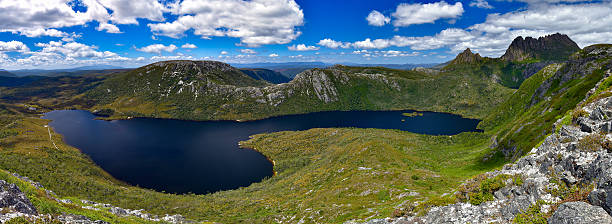 dove lake and cradle mountain - cradle mountain stock photos and pictures