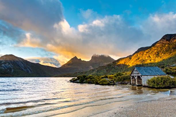 dove lake cradle mountain tasmania australia boat house - cradle mountain stock photos and pictures