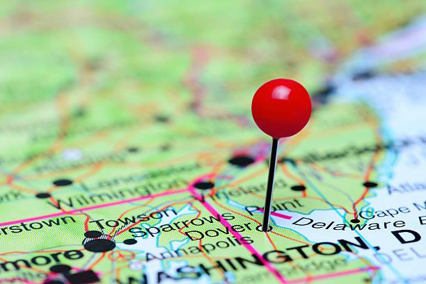 dover steckern auf einer karte der usa - karten de stock-fotos und bilder