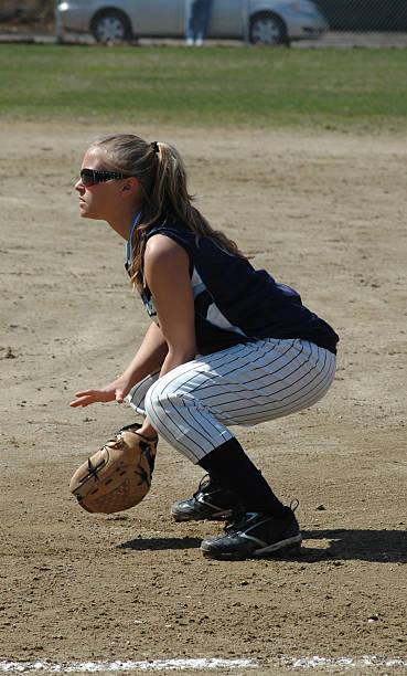 baixo e pronto - softbol esporte - fotografias e filmes do acervo