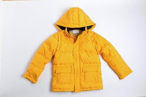 お子様用のダウンジャケット - ダウンジャケット ストックフォトと画像