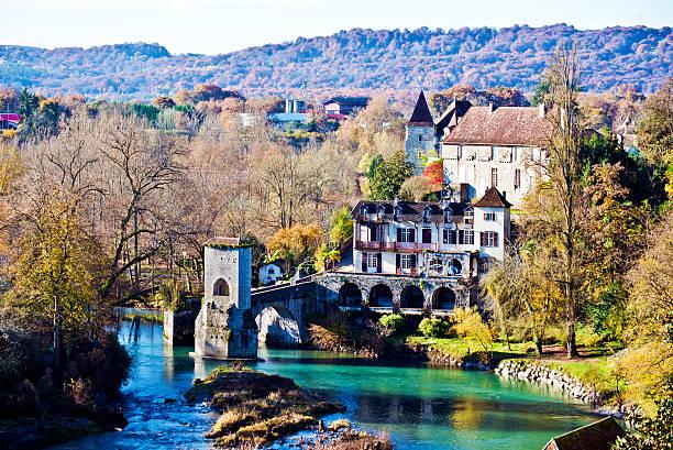 down part of sauveterre-de-bearn medieval village and legend bridge - bearn stok fotoğraflar ve resimler