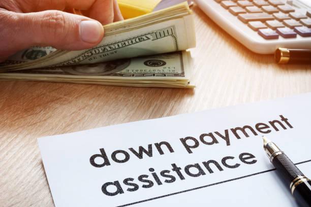 Pago asistencia forma y dólar billetes. - foto de stock