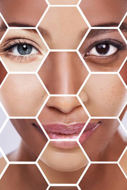 vers le bas pour les blocs de construction des soins de la peau - belle femme africaine photos et images de collection