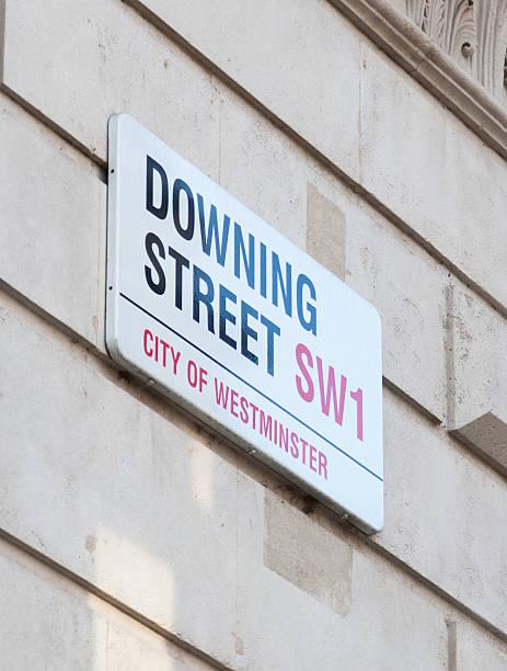 bewertungen von street-straßenschild - britische politik stock-fotos und bilder