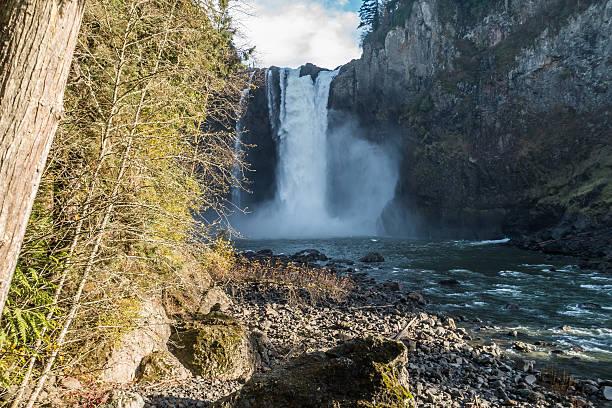downriver snoqualmie falls 2 - snoqualmie foto e immagini stock
