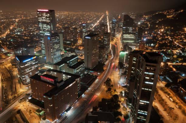 Die Innenstadt von Bogota in der Nacht. Kolumbien. – Foto