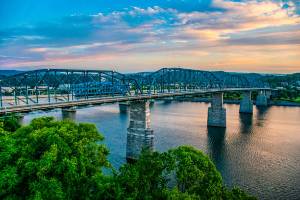 Downtown Chattanooga Tennessee and Tennessee River TN Market Street Bridge and Tennessee River in Downtown Chattanooga Tennessee TN. chattanooga stock pictures, royalty-free photos & images