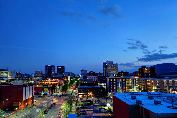 Downtown Chattanooga Tennessee Skyline Downtown Chattanooga Tennessee Skyline. Chattanooga is the fourth-largest city in Tennessee and the seat of Hamilton County. Located in southeastern Tennessee chattanooga stock pictures, royalty-free photos & images