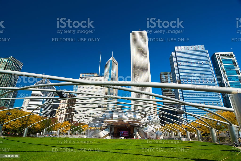 Downtown Chicago skyline with Jay Pritker Pavilion at Millenium Park stock photo