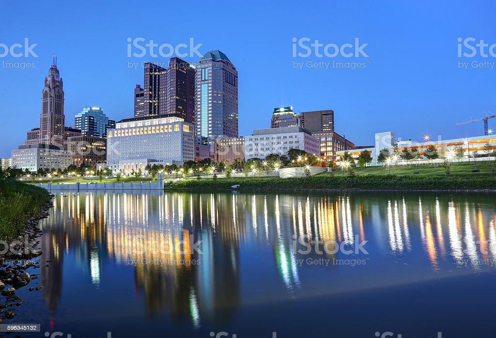 Der Innenstadt von Kolumbus, Ohio, bei Dämmerung Lizenzfreies stock-foto