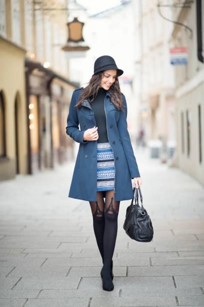 ダウンタウンのファッション、ザルツブルクの街 - 秋のファッション ストックフォトと画像