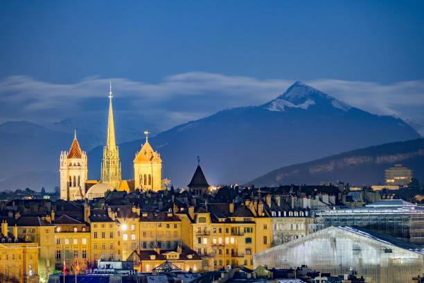 downtown geneva, beneath snowy mountains - швейцария стоковые фото и изображения
