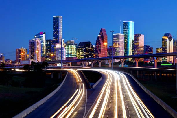 skyline von houston - houston texas stock-fotos und bilder