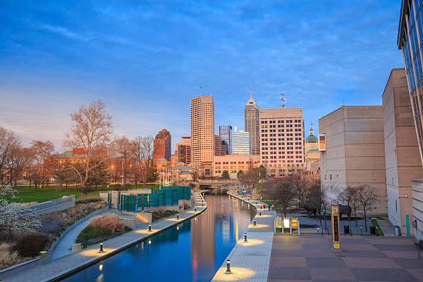 Horizonte do centro de Indianapolis - foto de acervo