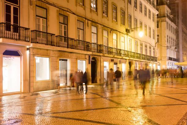 downtown lisbon in the evening - people lisbon imagens e fotografias de stock