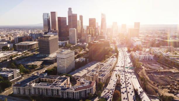 downtown los angeles skyline - los angeles стоковые фото и изображения
