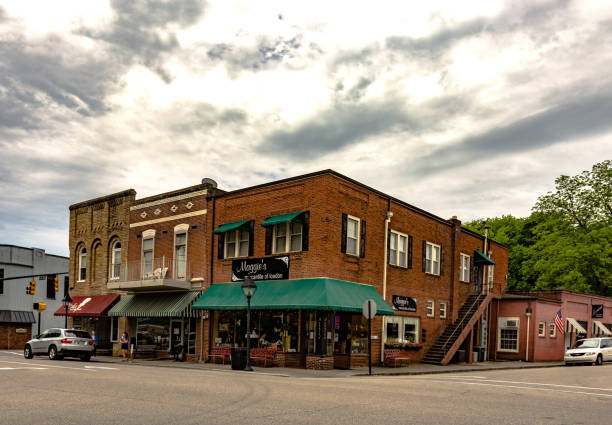 downtown loudon, tn - loudon stock photos and pictures