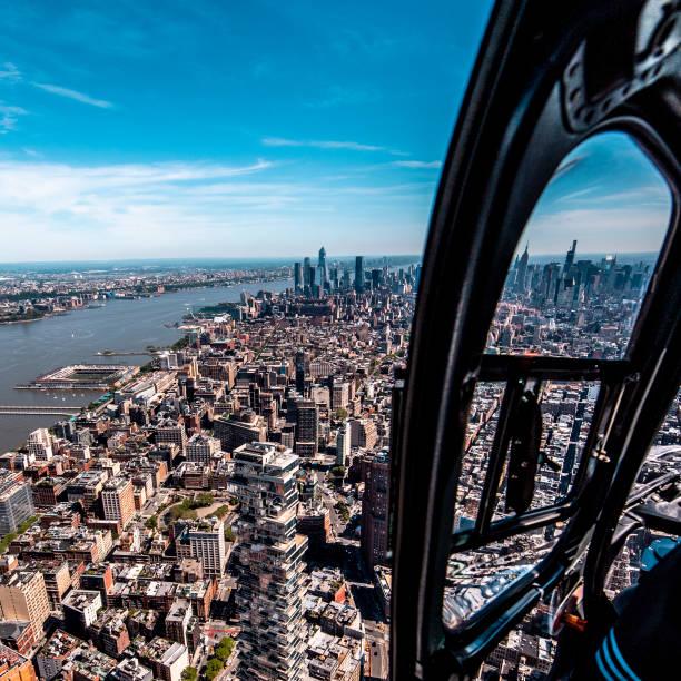 Downtown Manhattan und das One World Trade Center, New York City aus einem Hubschrauberfenster betrachtet – Foto