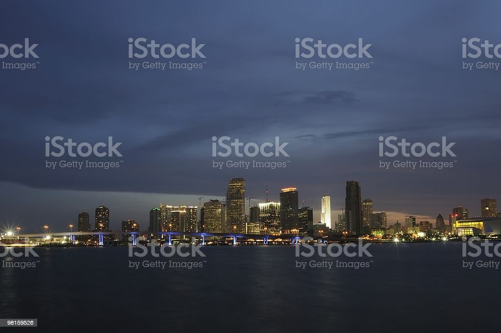 Centro di Miami, in Florida Skyline di notte foto stock royalty-free