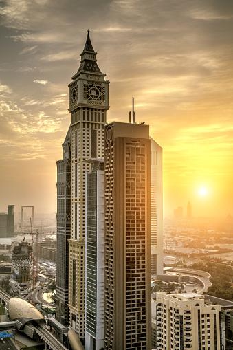 다운 타운에 고층 빌딩을 두바이 시의 거리에 대한 스톡 사진 및 기타 이미지