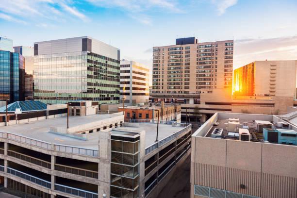 Innenstadt von Regina bei Sonnenuntergang – Foto