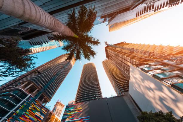 центр города майами - деловой центр города стоковые фото и изображения