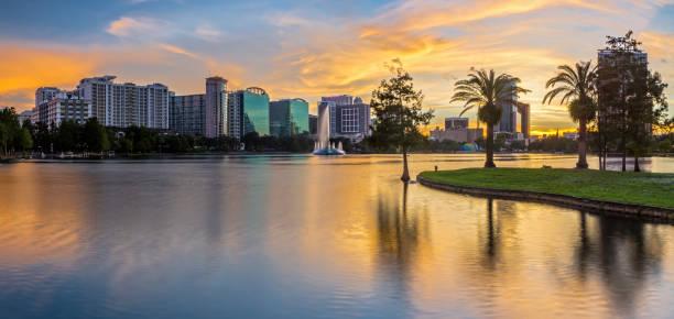 Downtown Orlando Lake Eola Park bei Sonnenuntergang – Foto