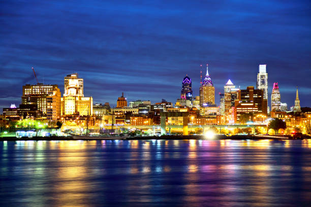 downtown philadelphia pennsylvania skyline - philadelphia skyline stock photos and pictures