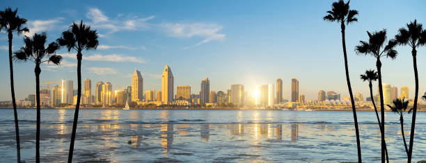 Skyline da baixa de San Diego em Califórnia, EUA - foto de acervo