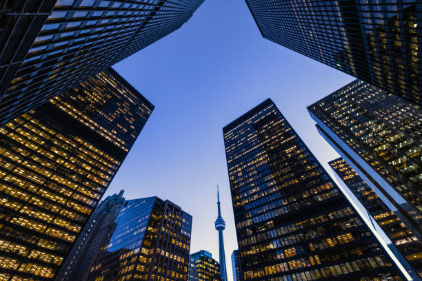 downtown toronto financial district skyline - quartiere finanziario foto e immagini stock