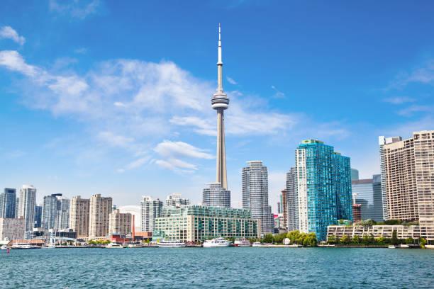 온타리오 호수에 cn 타워 도시와 다운 타운 토론토 - 토론토 온타리오 뉴스 사진 이미지