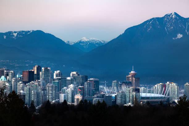 Innenstadt von Vancouver Stadtbild vom Queen Elizabeth Park im Winter – Foto