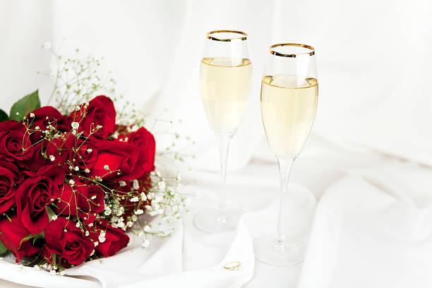Dozen red roses for valentines day series picture id182383679?b=1&k=6&m=182383679&s=612x612&w=0&h=yum3l4uuaw6x0r7gmabnrzwk5yipixs0cejemu1tjvo=