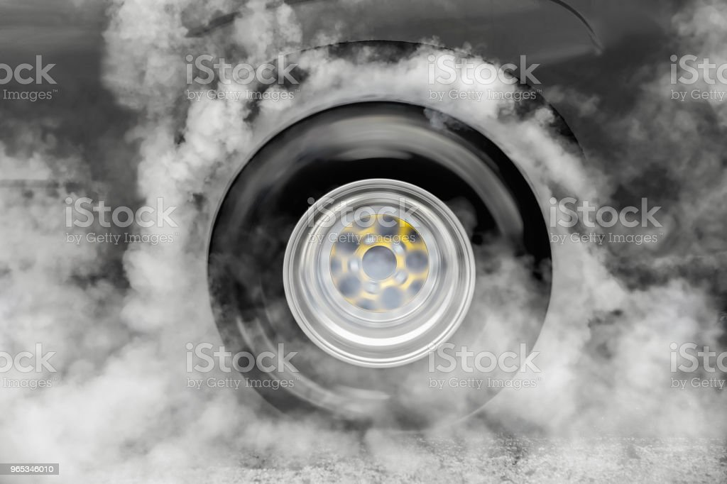 Drag racing car burn tire at start line zbiór zdjęć royalty-free