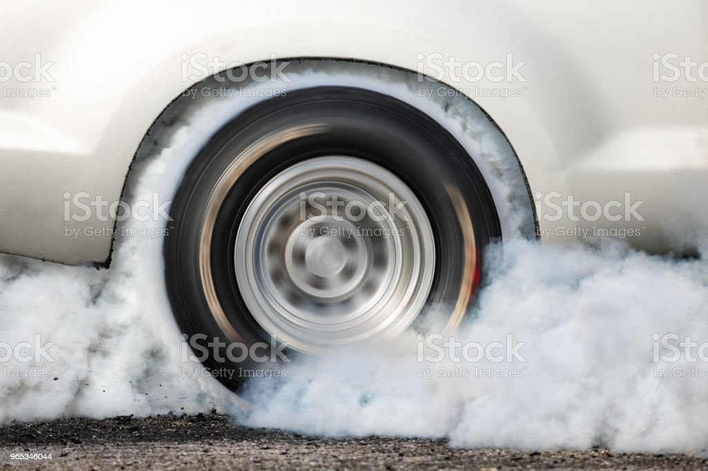 Drag racing car burn tire at start line zbiór zdjęć royalty-free