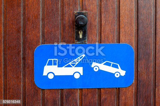 1045032684 istock photo draging car 529316345