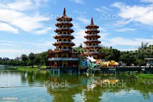 龍と虎の仏塔に高雄台湾で - アジア大陸のストックフォトや画像を多数 ...