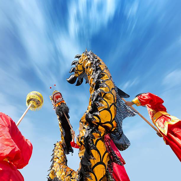 drachentanz - chinesischer kalender stock-fotos und bilder