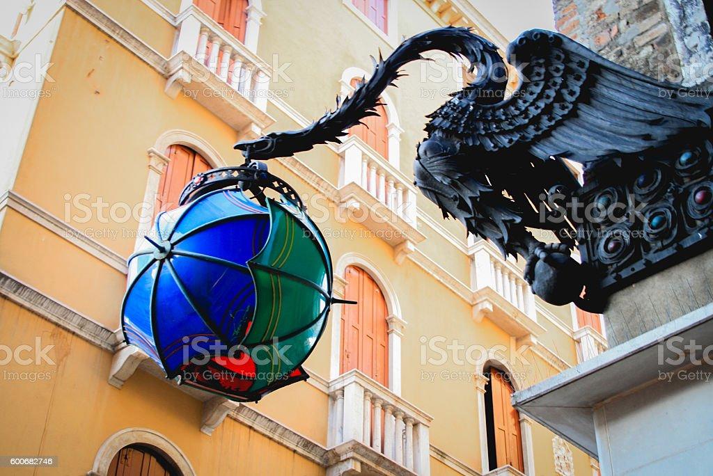 Dragon shaped lantern on a building – Foto
