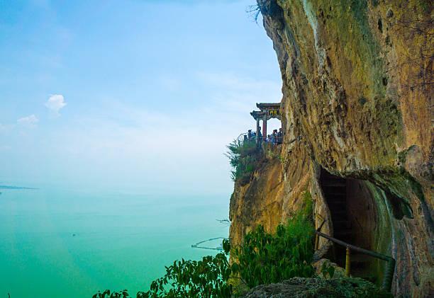 dragon's gate kunming - 쿤밍 뉴스 사진 이미지