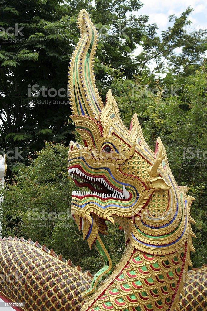 Dragons Sie im buddhistischen Tempel, Thailand – Foto